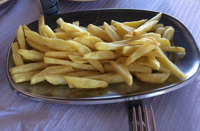 Patatas fritas del restaurante do Sebastiao comer en el Algarve