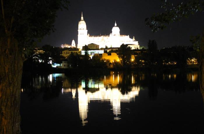 Reflejo de la Catedral en el Tormes vistas de Salamanca