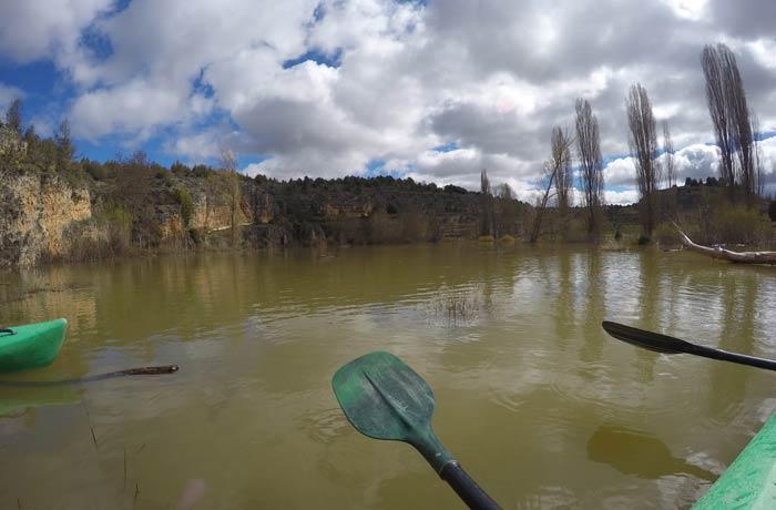 Remos y paisaje piragüismo en las Hoces del Duratón