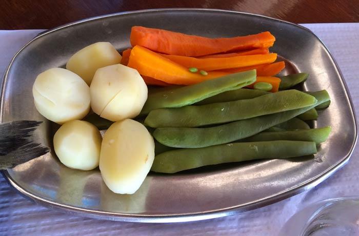 Verduras al vapor del restaurante do Sebastiao comer en el Algarve